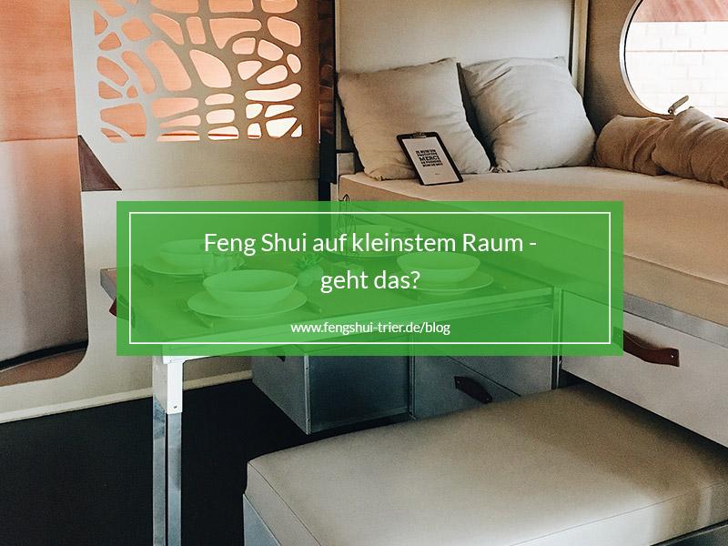Ein kleiner, gemütlicher, nach Feng Shui eingerichteter Raum.